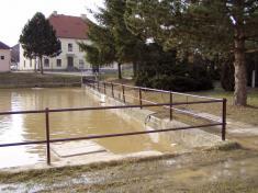 2004 - povodeň vbřeznu 1